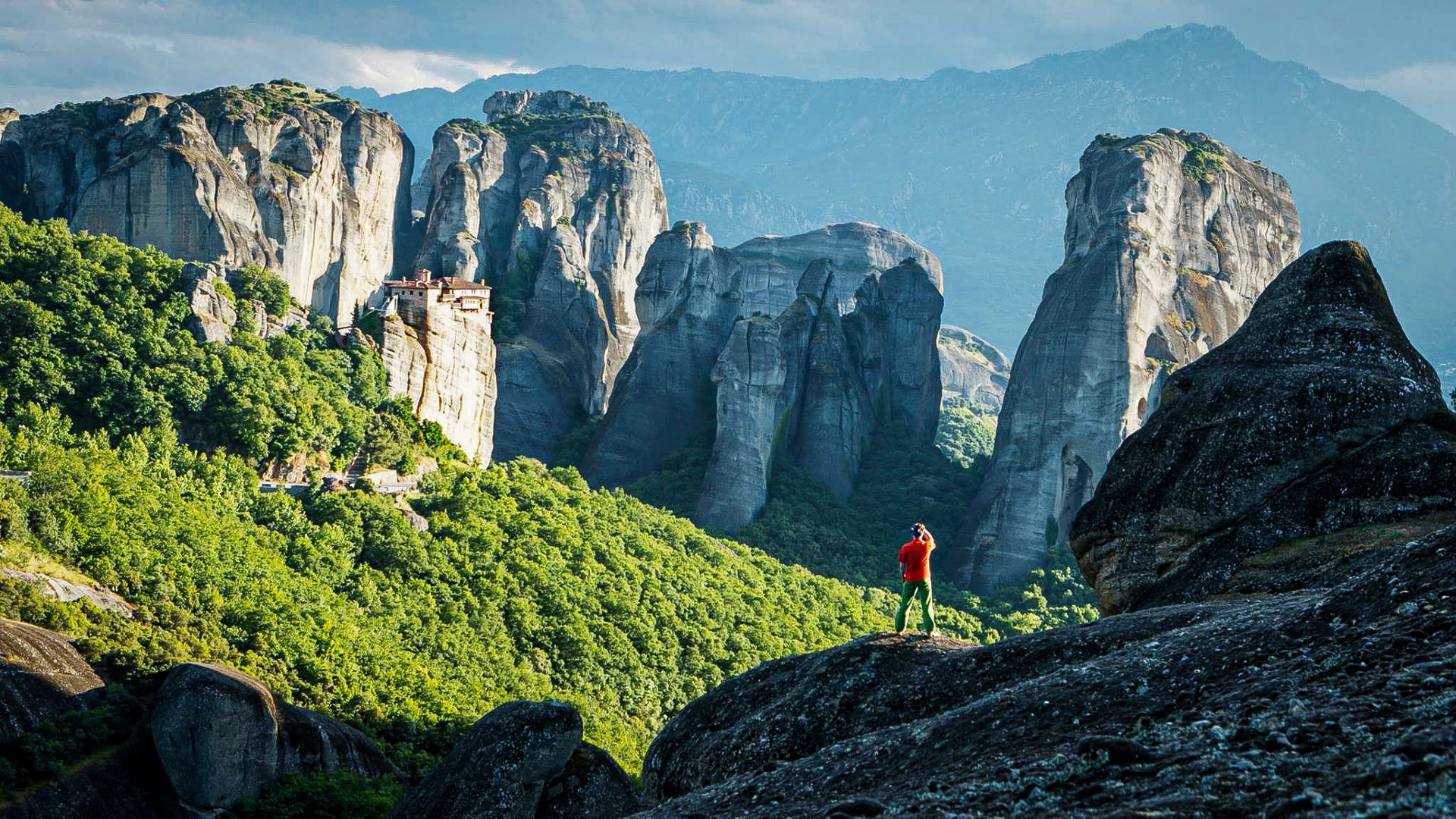 Exploring the hiking paths of Meteora