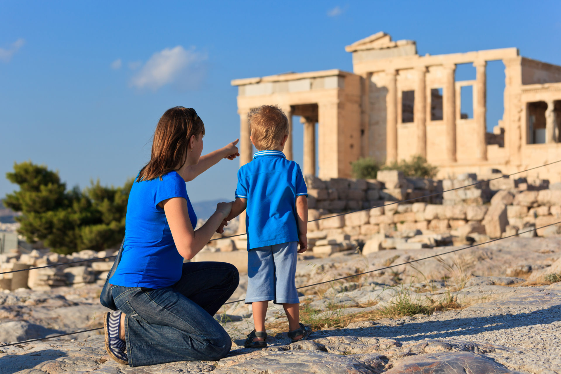 EL family_in_acropolis