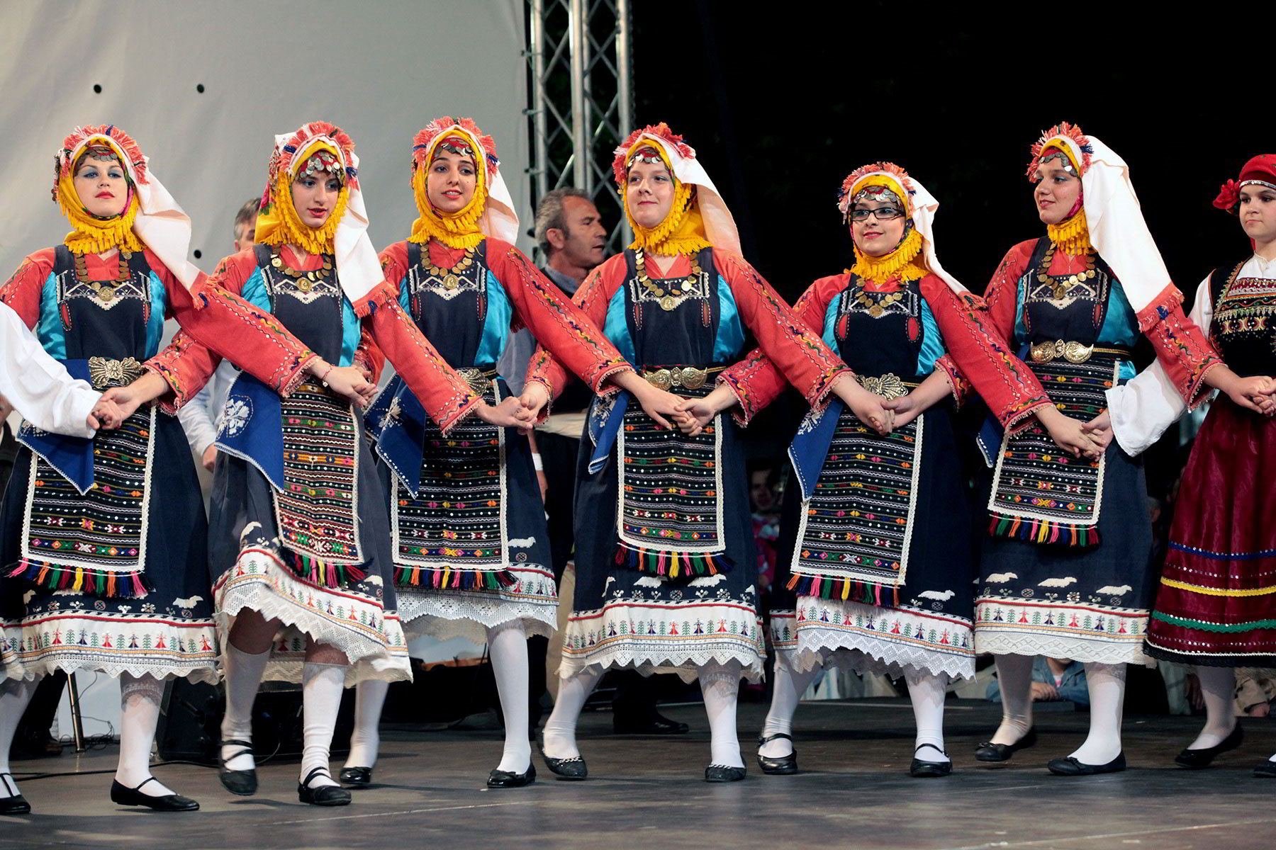 Traditional costumes and dances of Thrace