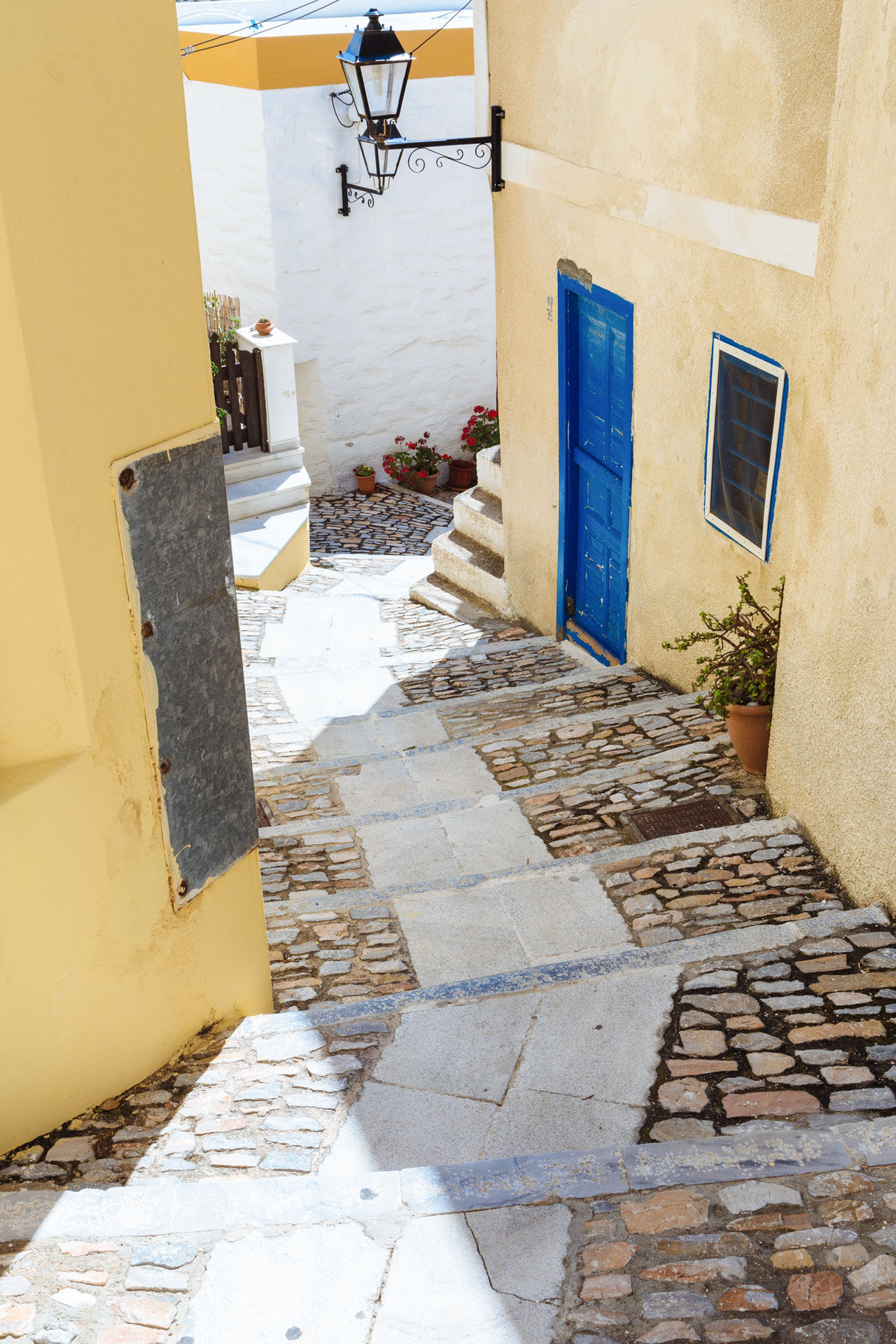 Ano Syros, a world of Cycladic architecture and Venetian charm