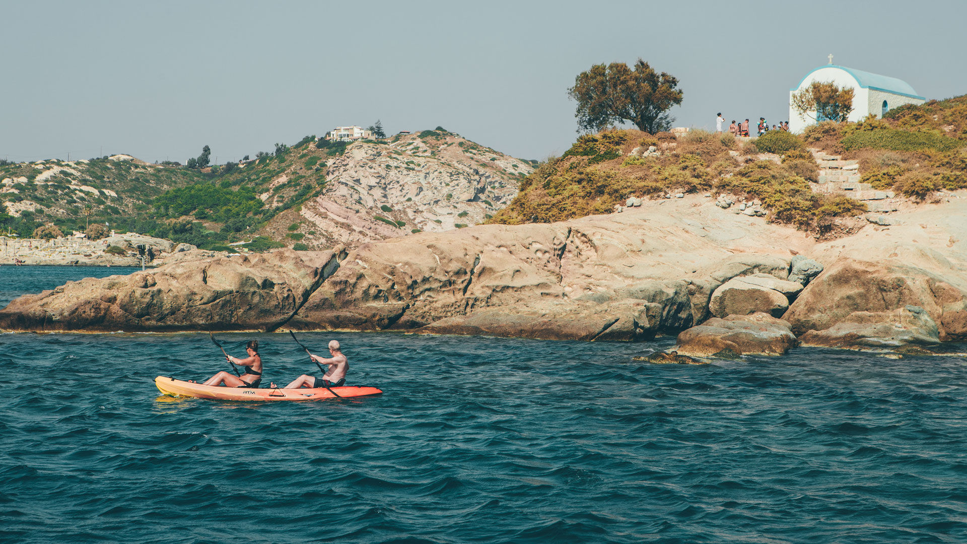 Kayaking by the sight of the islet of Kastri