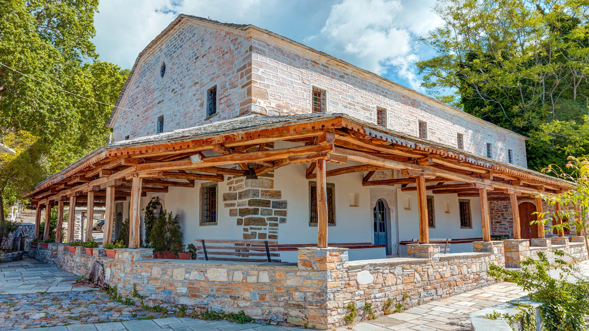 Vyzitsa is one of the highlights of Pelion, with cobblestone streets, slate-roofed mansion houses and a village square with a centuries-old plane tree