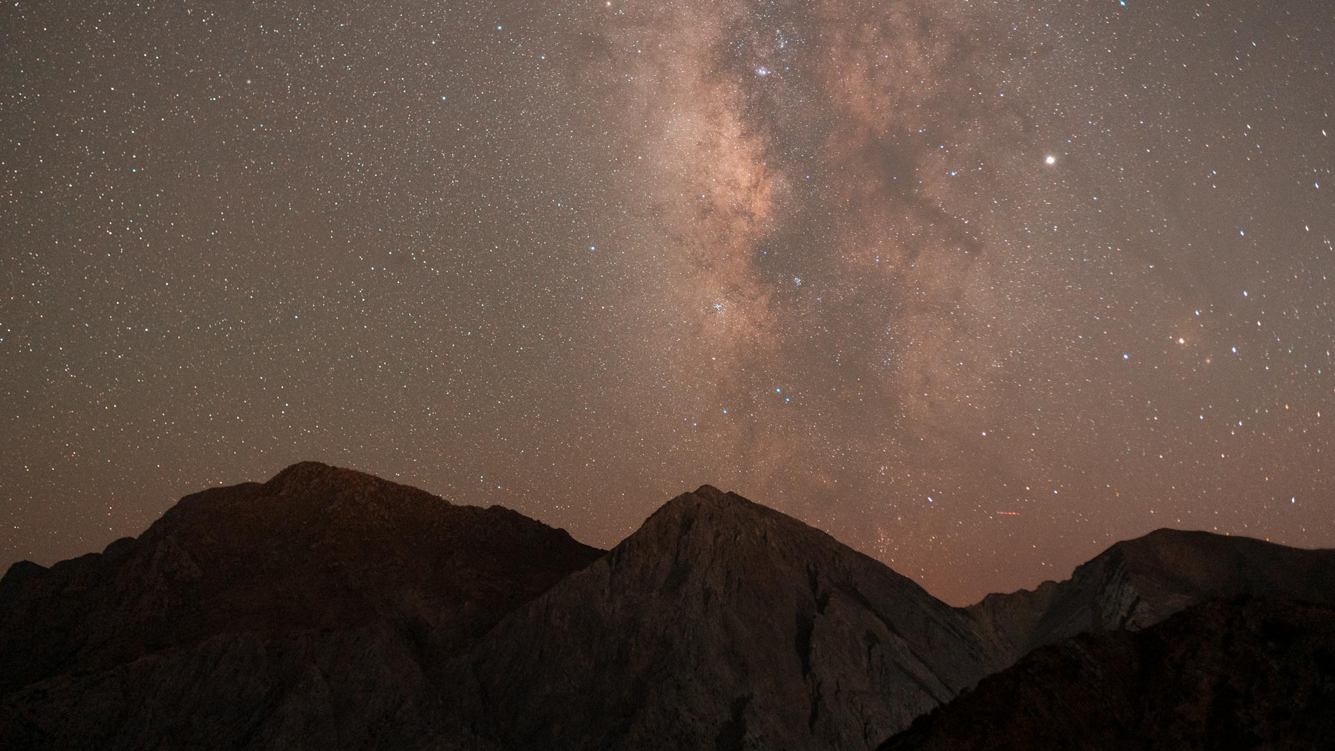 Watching the milkyway over the White Mountains, is a lifetime experience!