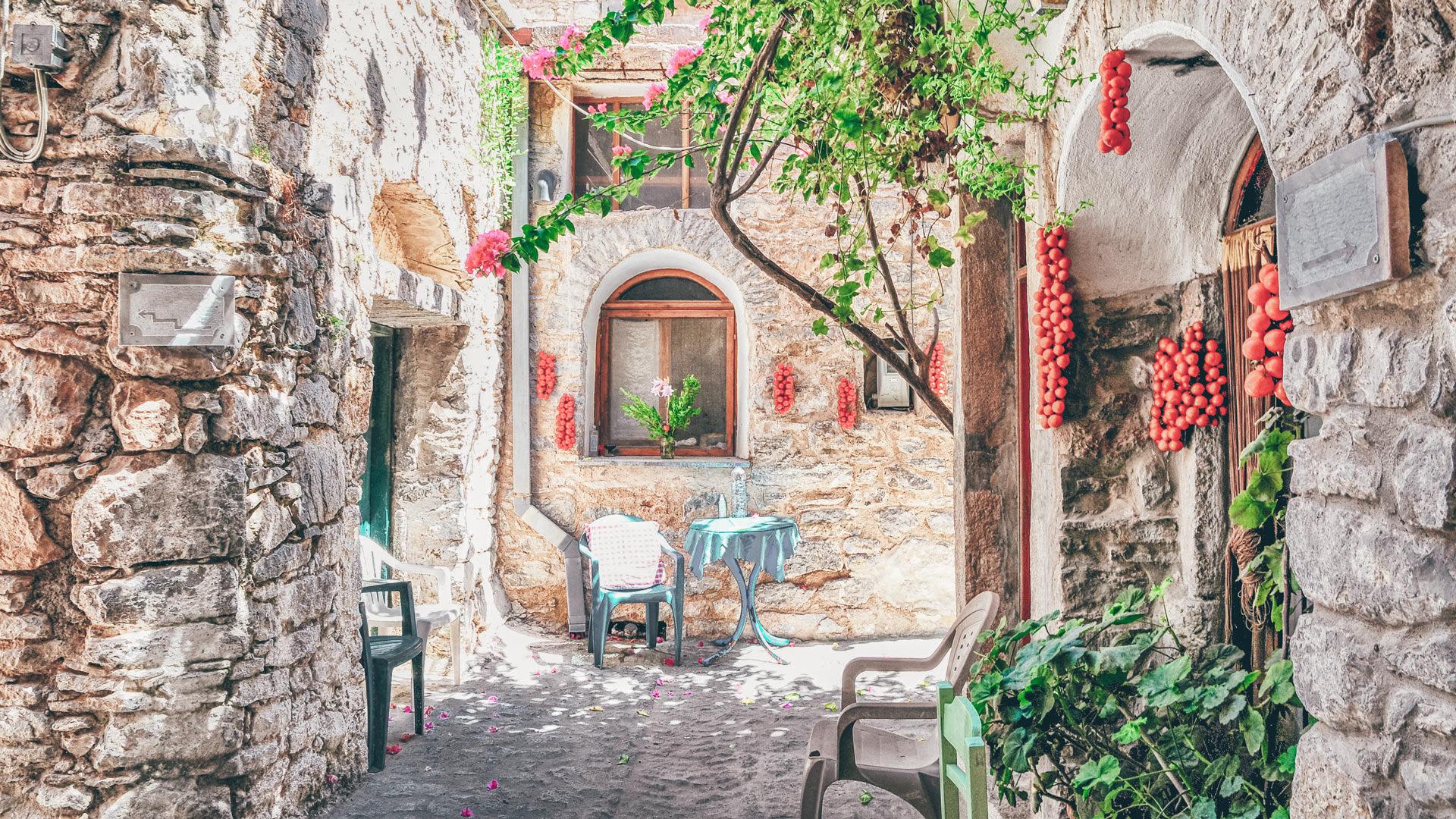 The village of Mesta is the best preserved medieval mastic village of Chios