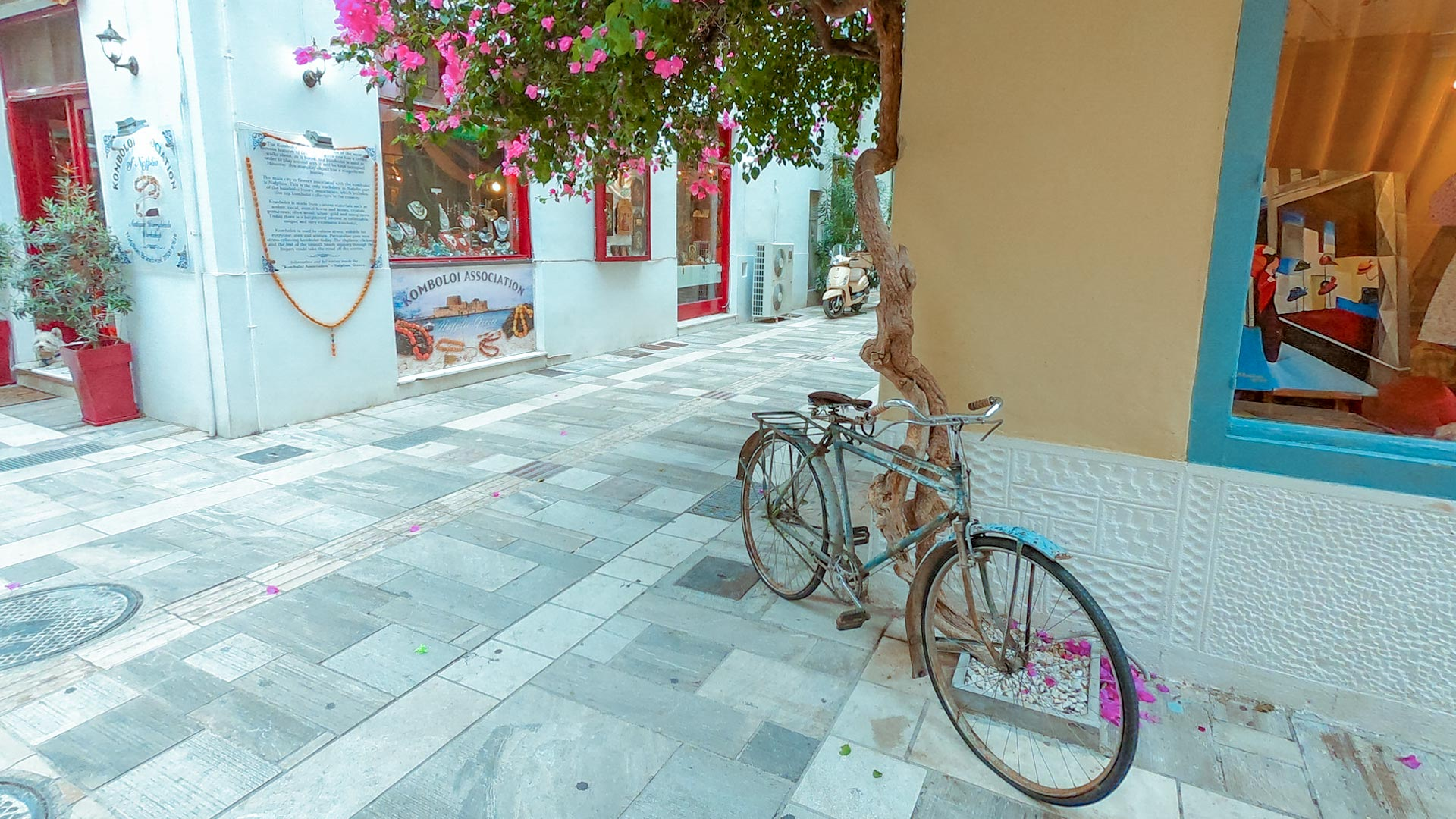 Whether you're admiring the Venetian architecture or strolling along the waterfront, Nafplio's Old Town is the perfect romantic getaway