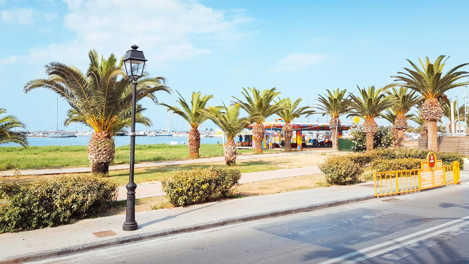 You can end your walk with a stroll along the palm tree-lined Eleftheriou Venizelou waterfront towards the new marina