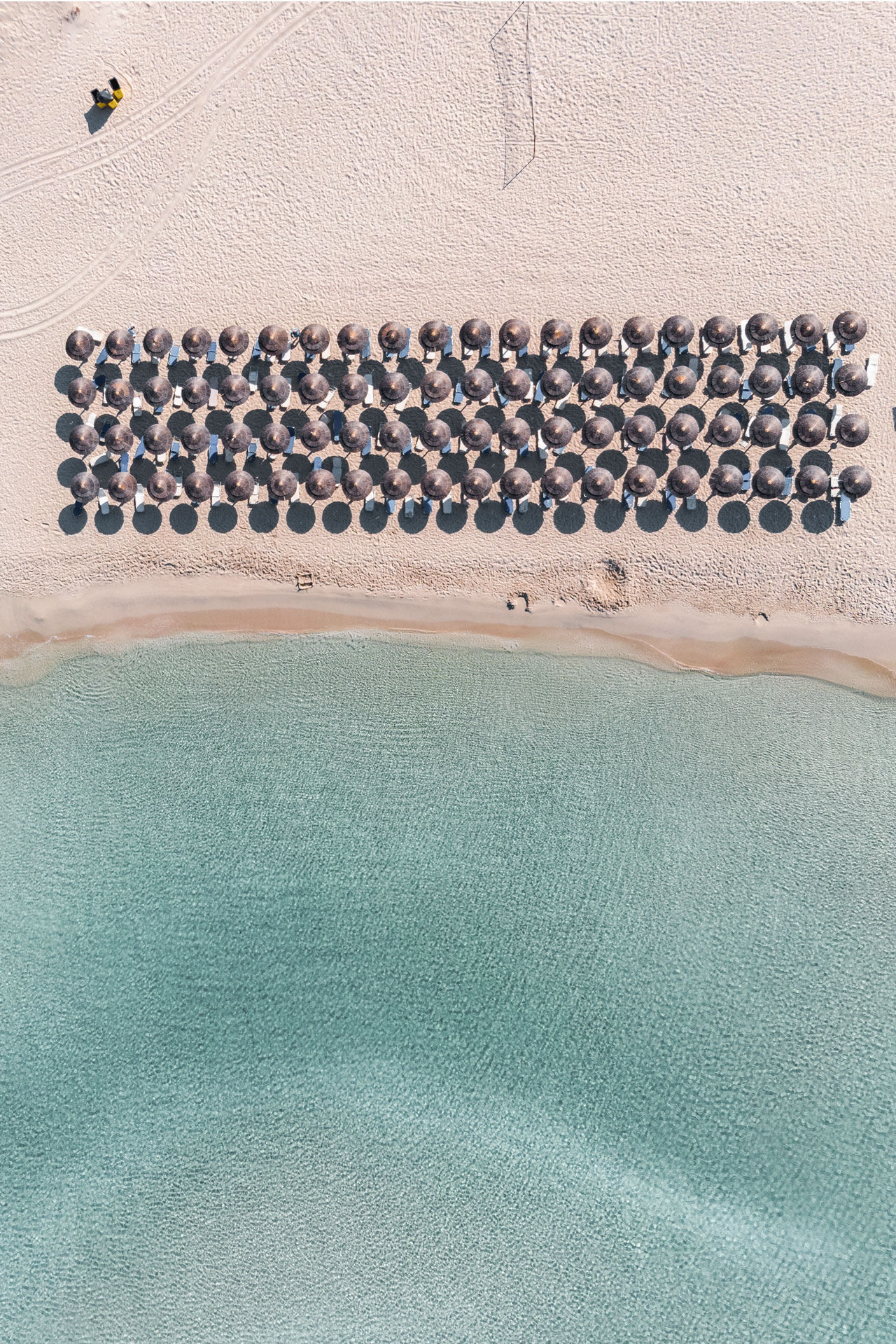 Simos, organized beach from above
