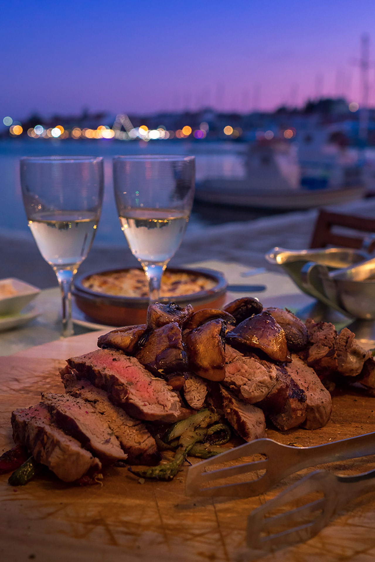 Enjoy a dinner by the sea in Pythagoreio