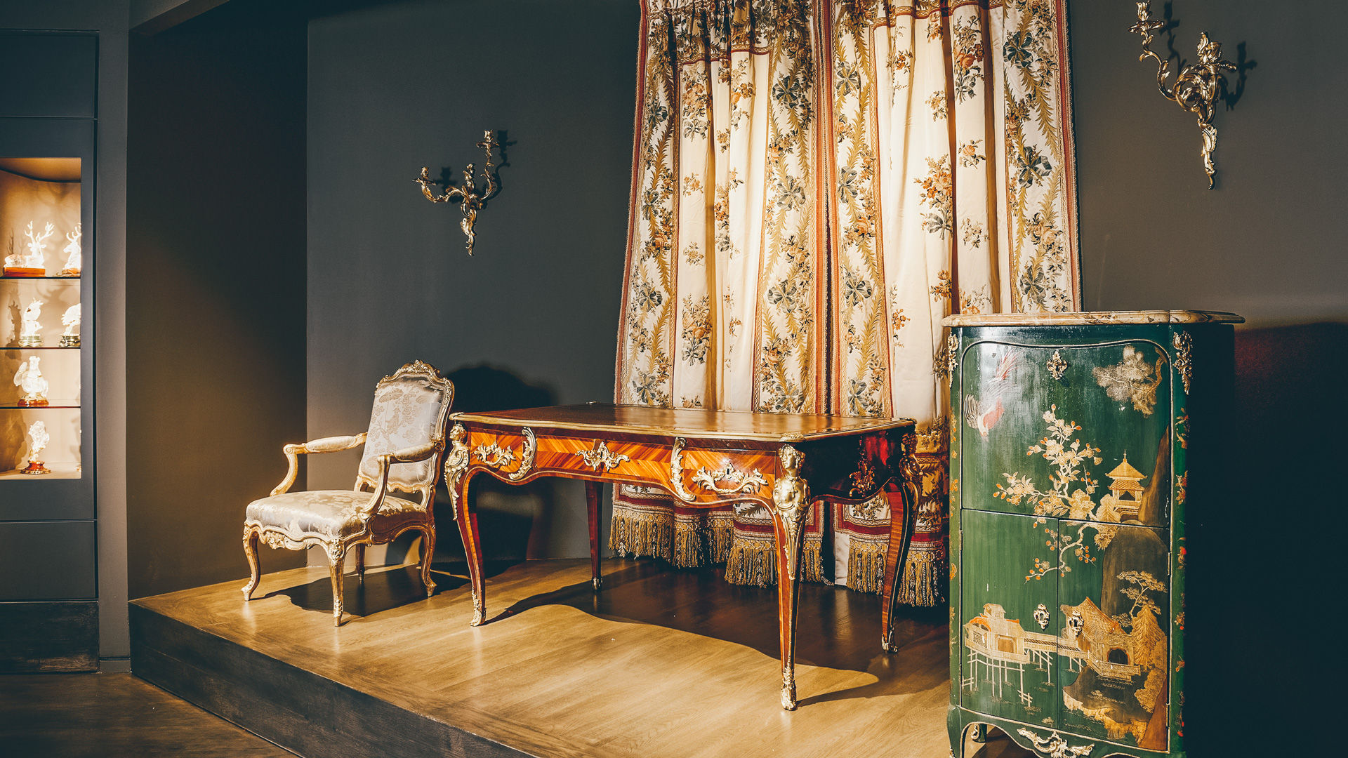 Collection of French furniture, of the most famous ébénistes from the 18th century