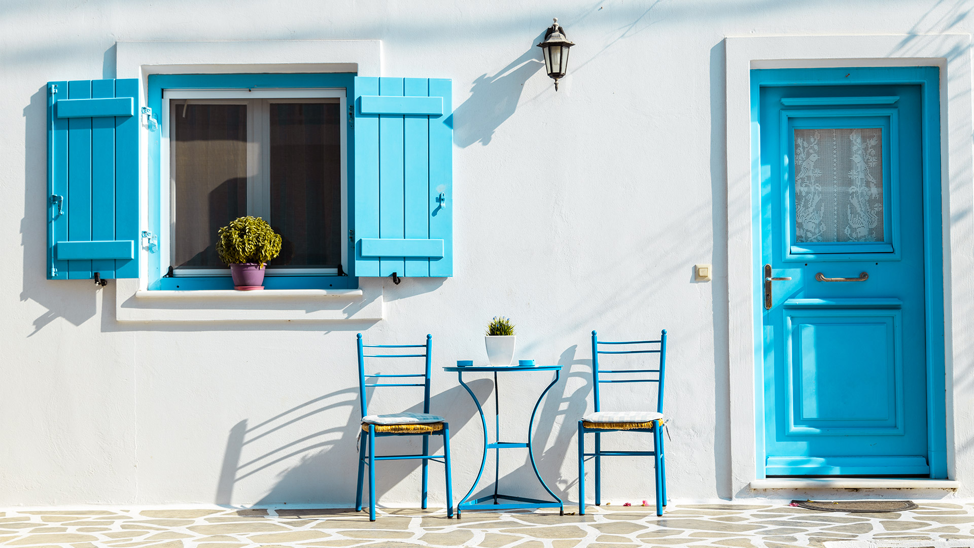 If you're looking for classic Cycladic beauty – sugar-cubed houses with blue doors and overhanging bougainvillea, then say a warm welcome to Antiparos