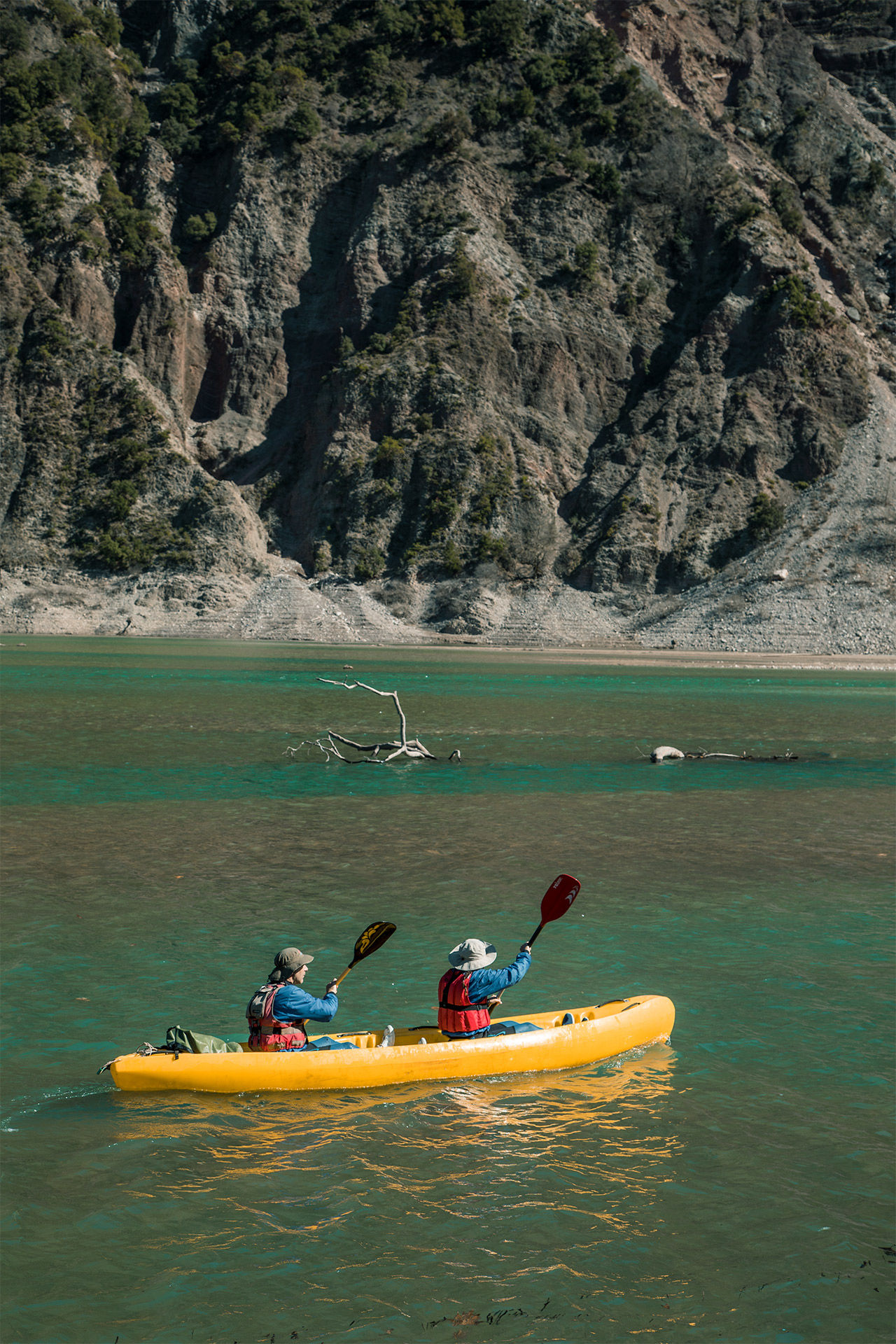 Exploring the beauty of Lake Kremaston by kayak