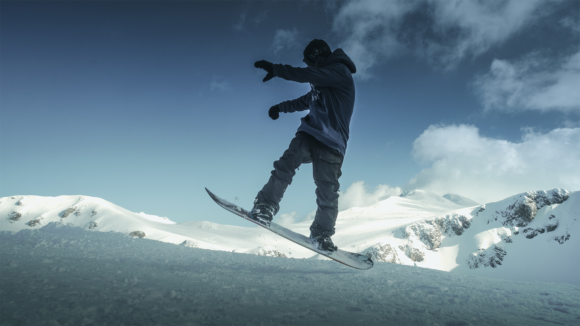 More advanced skiers will be interested in the off-piste freeride slopes and the jumps and obstacles of the snowpark