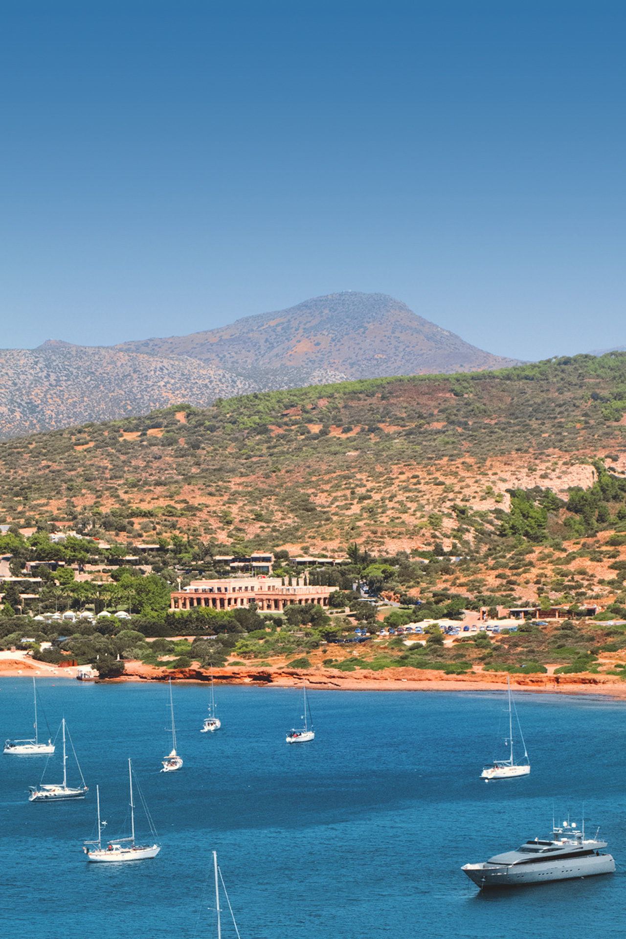 There are plenty of accommodation options, including luxury 5 hotels, in Sounion