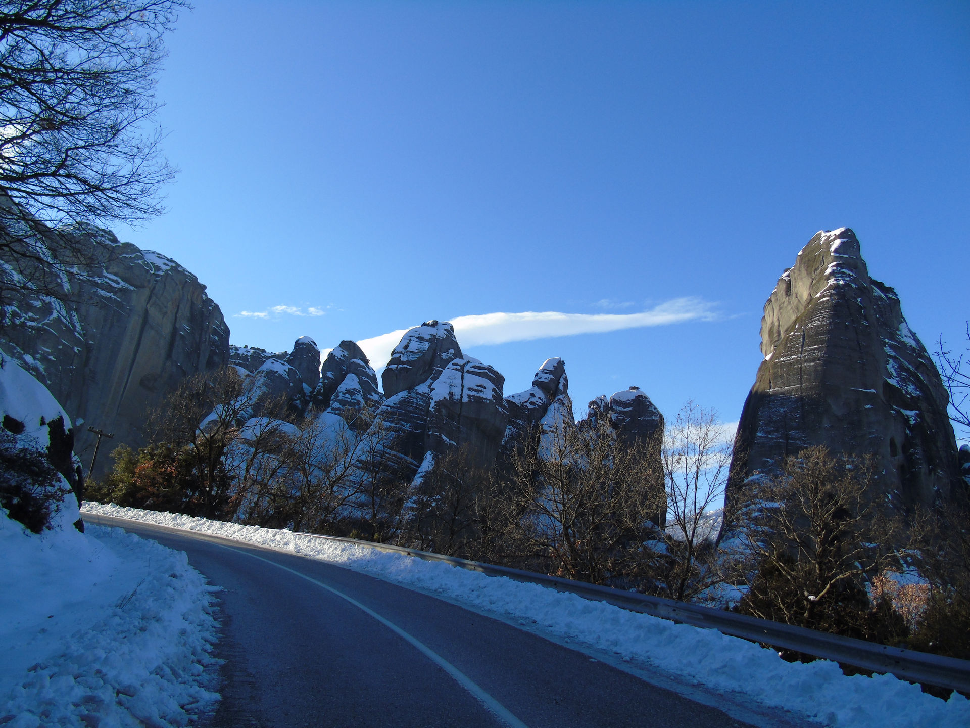 Snow on the road to Meteora
