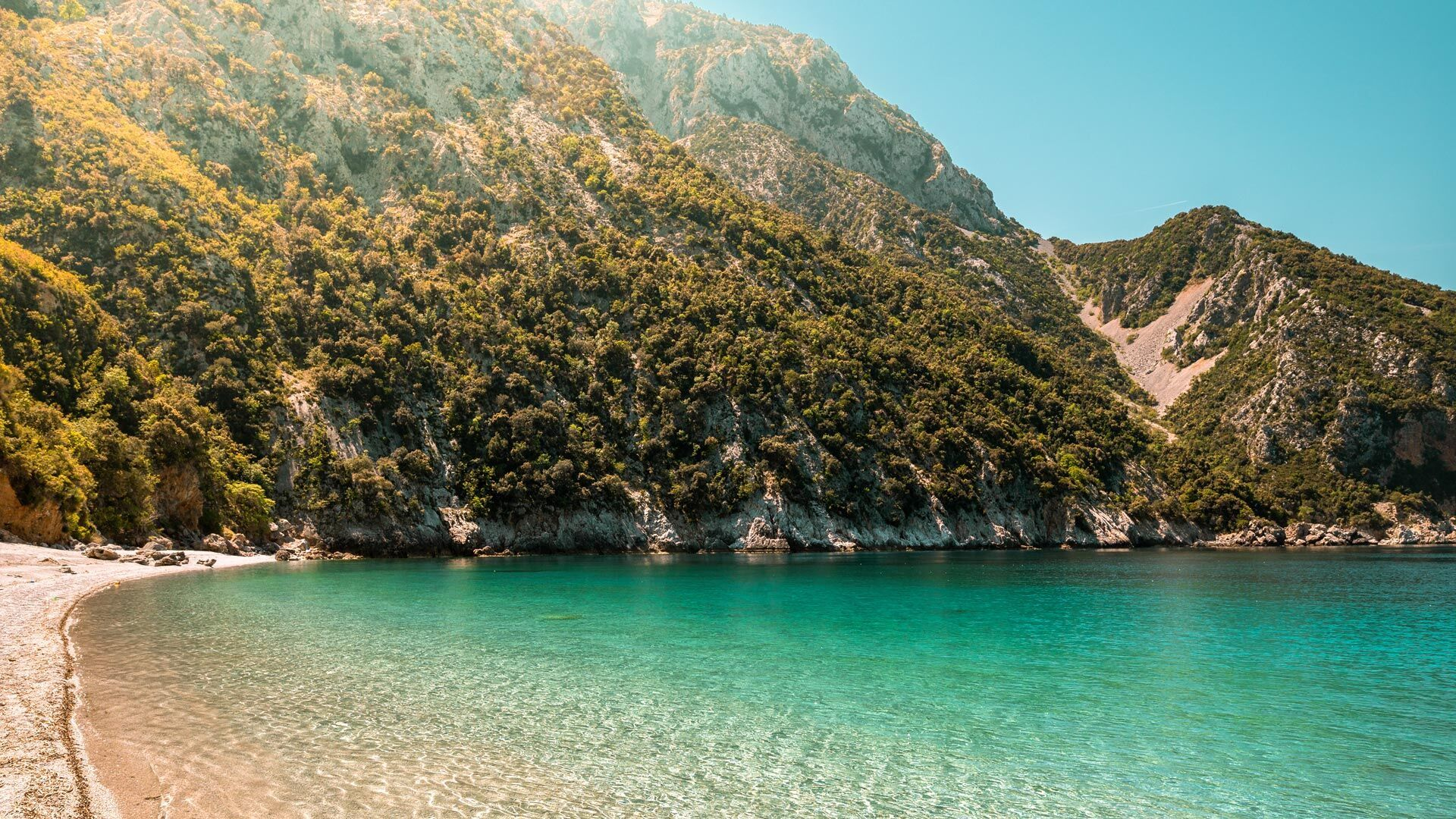 Thapsa beach, located nothern of Kymi on the side of the Aegean sea