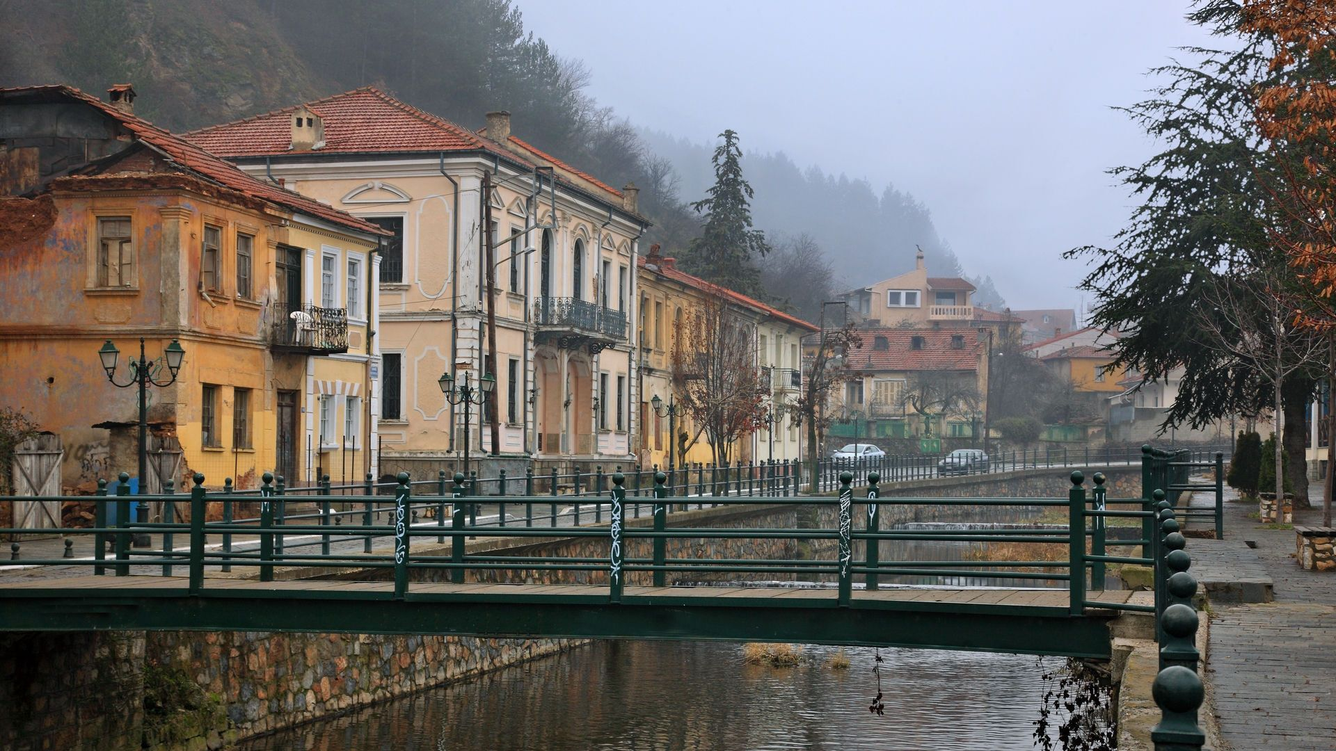 Just a stone's throw from Nymfaio, you'll find Florina, another popular winter destination in Macedonia