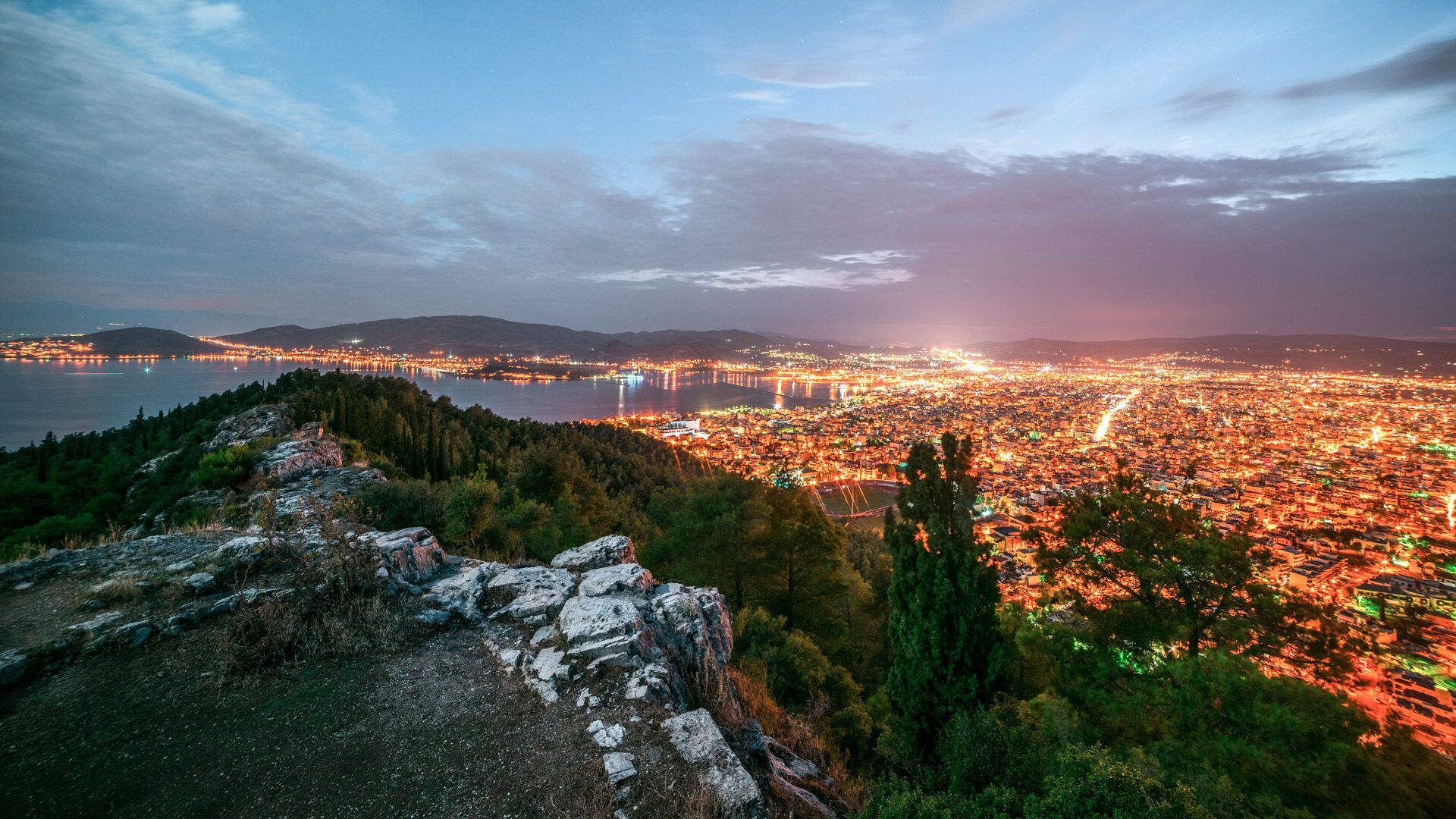 Night views from Ano Volos neighbourhood