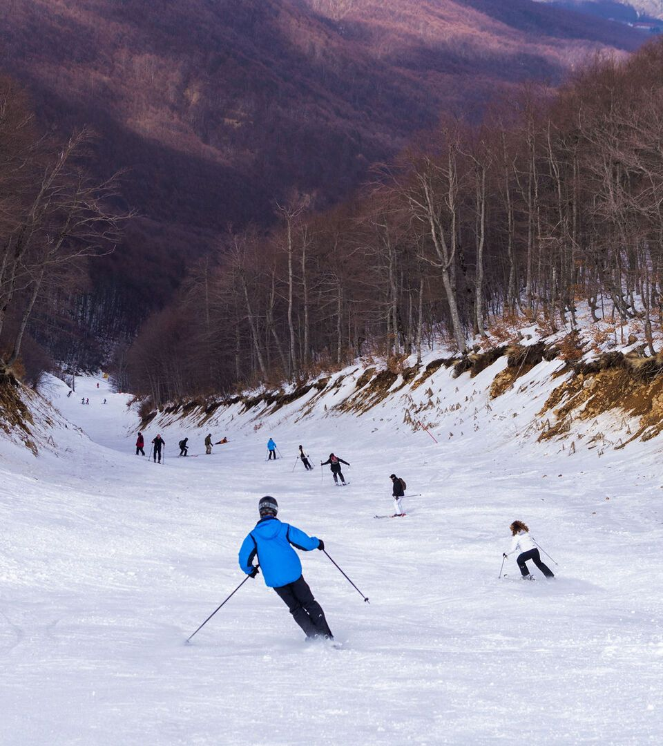 On the western slopes of Mt Vermion, the 3-5 Pigadia ski centre boasts the longest and most difficult piste in Greece