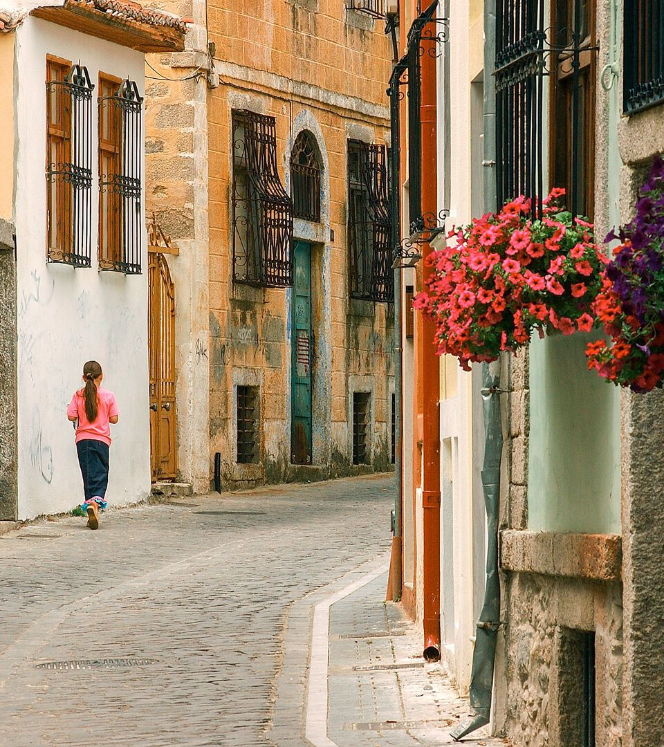 Xanthi's Old Town, multi-coloured homes have painted walls, wooden windows and blossom-filled gardens