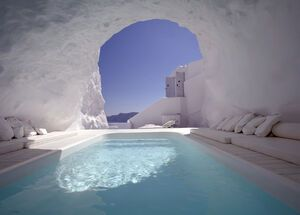 Luxurious accommodation in Santorini