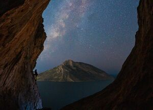 Milky way at the famous overhang location of Grande Grotta