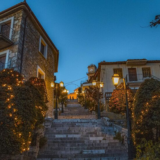 Arahova-village-in-christmas-lights