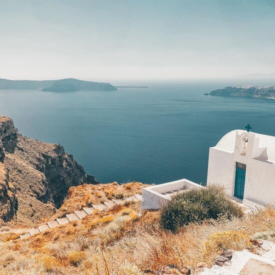 If it's a jaw-dropping vista you're after, take the steps from Imerovigli down to Skaros Rock