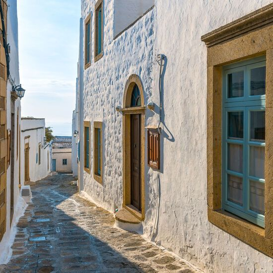 Stroll along the maze of alleyways, through vaulted archways and past dazzlingly white and mostly immaculately maintained houses