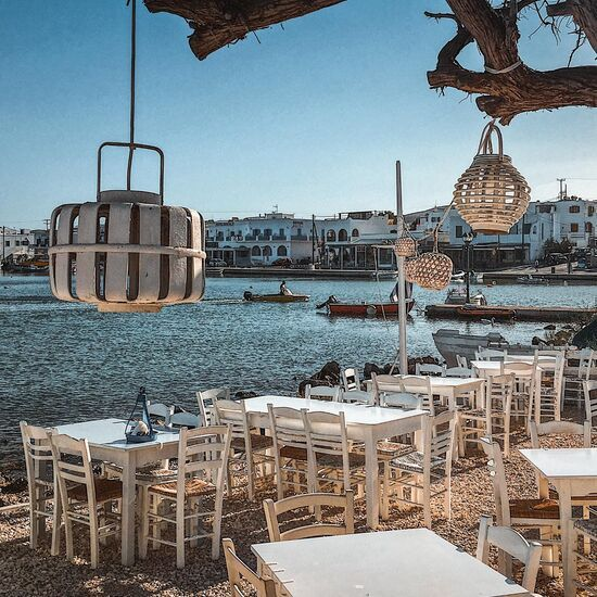 In Antiparos you will be tempted by the smell of char-grilled fish in the waterfront tavernas