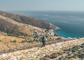 Discover the hiking paths of Tinos
