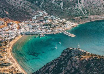 Cycladic village hopping in Sifnos