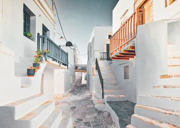 A walking tour of Folegandros' simple yet sophisticated main town