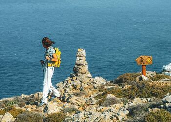 Discover the hiking paths of Folegandros