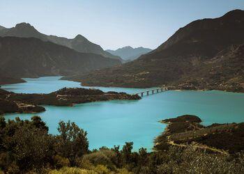 Explorando la belleza del lago Kremasta en kayak