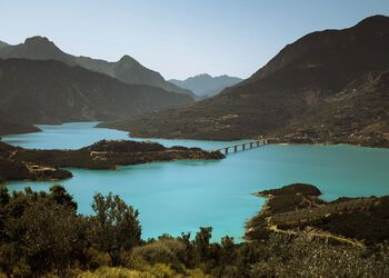 Exploring the beauty of Lake Kremaston by kayak