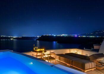 Neptune Luxury Spa Suites Santorini