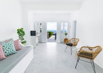 Phaos Santorini Suites