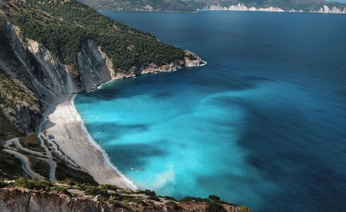 Amazing blue waters in Myrtos Kefalonia