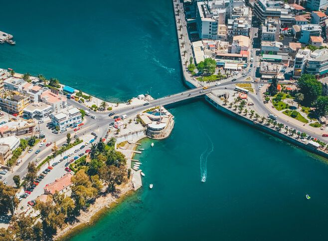 Below the old bridge linking Chalkida with the mainland you'll witness something that happens nowhere else in the world