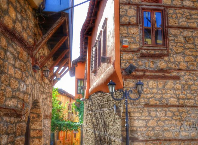 In Kyriotissa, the Christian neighbourhood, walk along the alleys of the Old Town
