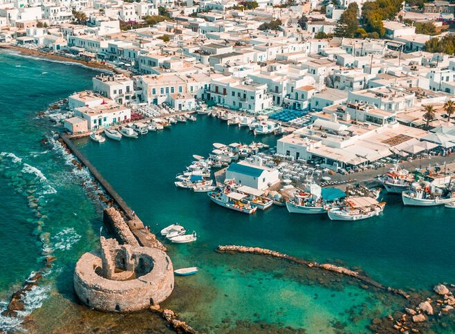 Naoussa's tiny harbour with restaurants, bars and the old castle