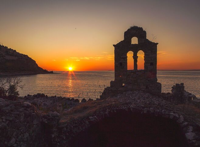 Limeni is famous for its mesmerising sunsets and well preserved Byzantine churches