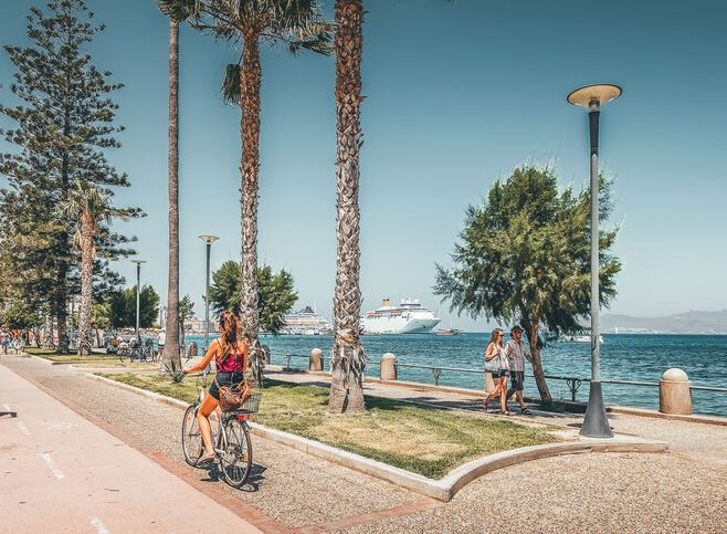 There's a 13km cycle lane stretching right along the waterfront