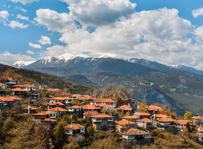 Palaios Panteleiomonas is a centuries-old village whose inhabitants had chosen to relocate to the coast before returning to breathe new life into the village
