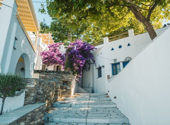 It is worth walking through its narrow streets and admire the simple Cycladic architecture, Dio Horia village